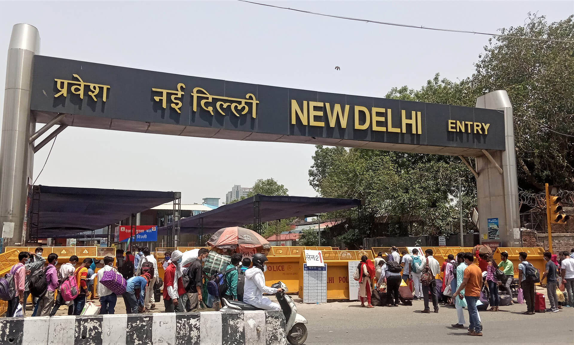 Stranded workers rushing to New Delhi Railway Station to catch trains during fourth phase of the lockdown| Ranjit Sabikhi on unskilled Indian migrant labourer | STIRworld