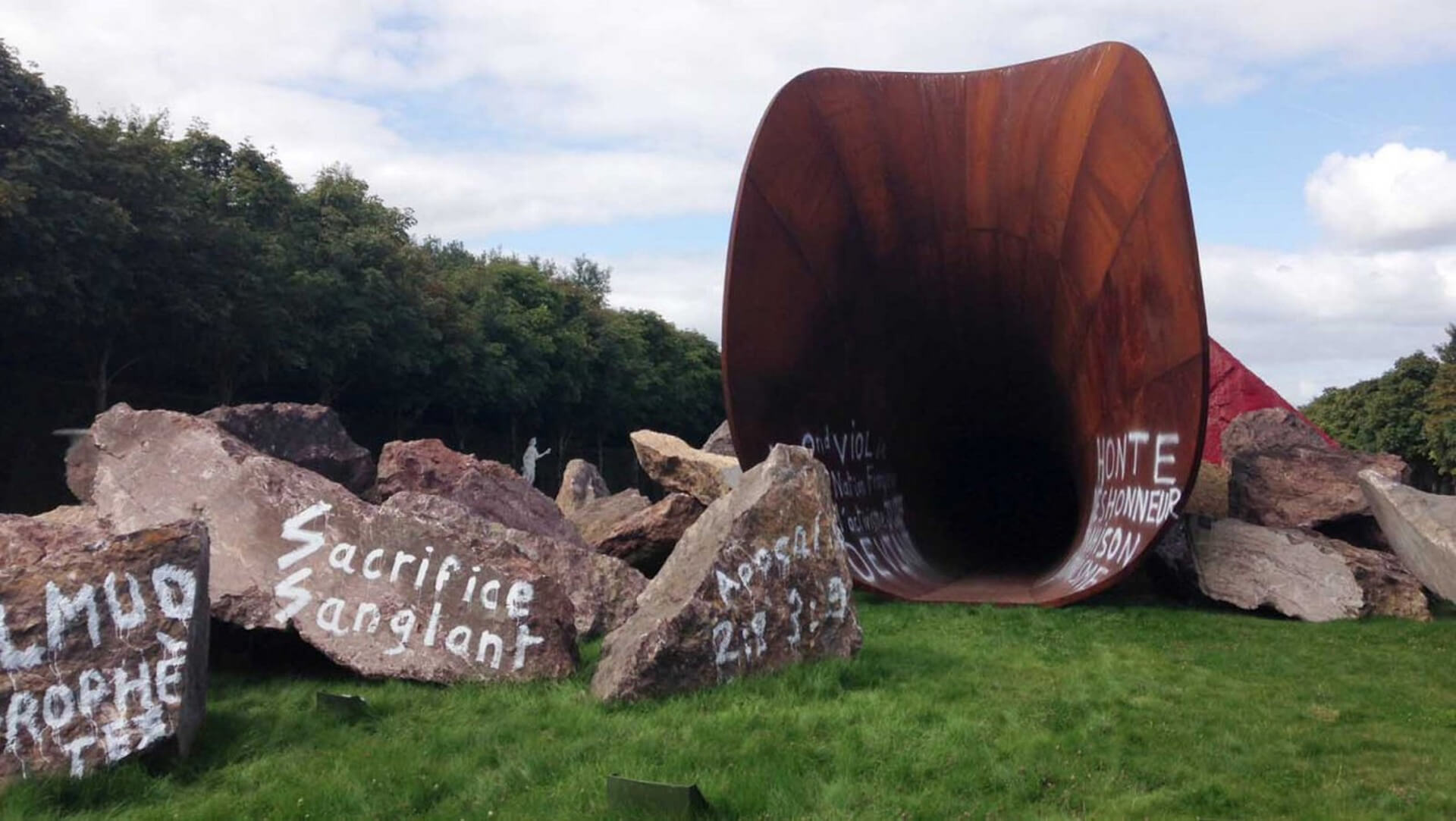 Anti-Semitic graffiti sprayed on Indian-Jewish artist Anish Kapoor's work The Dirty Corner/ 'Queen's Vagina' at the Palace of Versailles | STIRworld