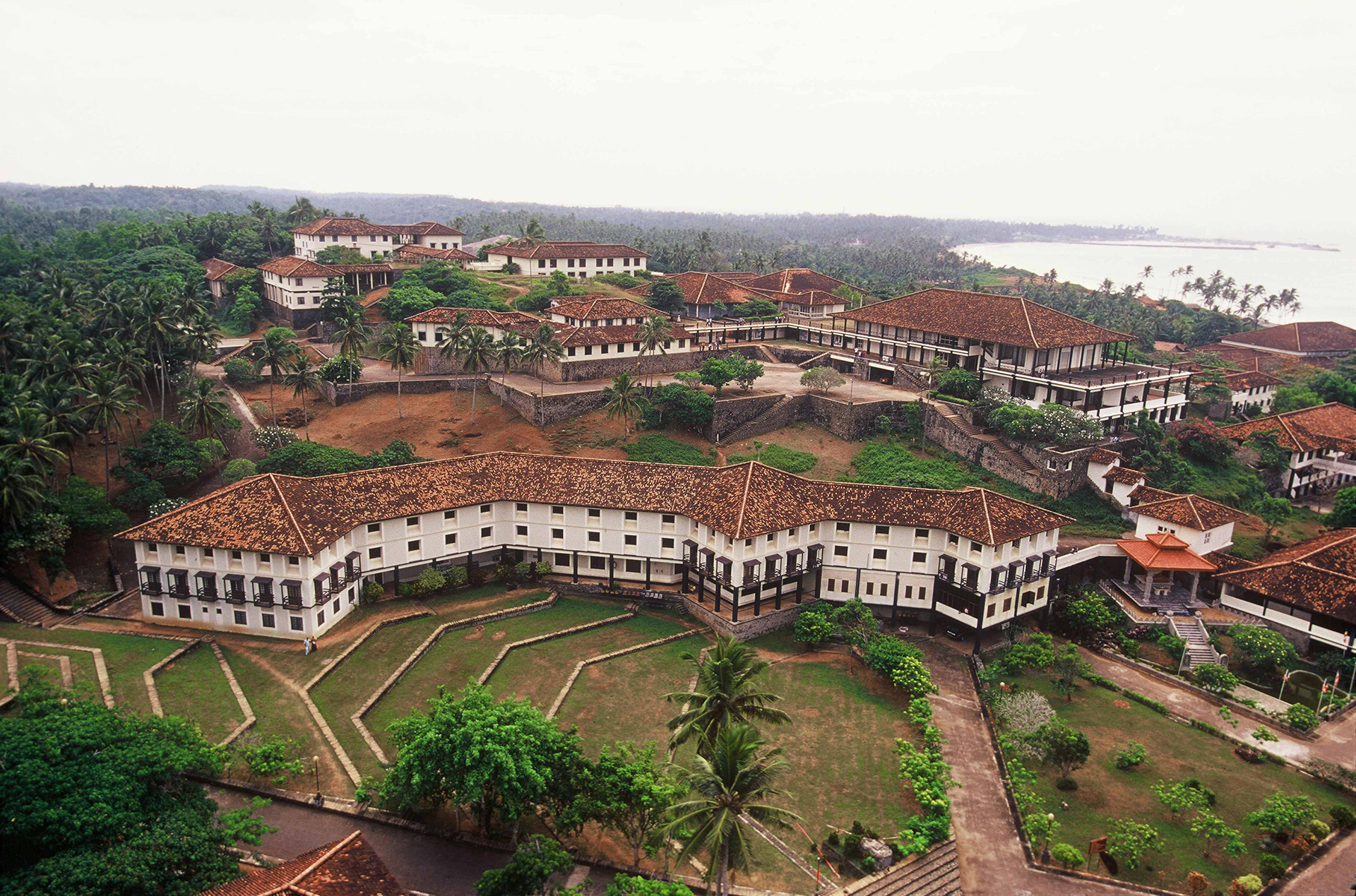 Aerial view of Ruhunu University - the library | Geoffrey Bawa | David Robson | STIR