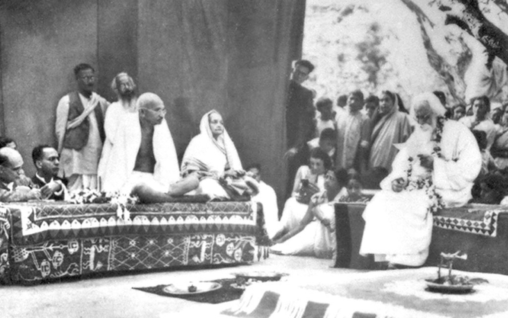 Mahatma Gandhi and Kasturbha Gandhi visiting Rabindranath Tagore at Shantiniketan in 1940| Design Education | Frame Conclave | Ashoke Chatterjee  | STIRworld